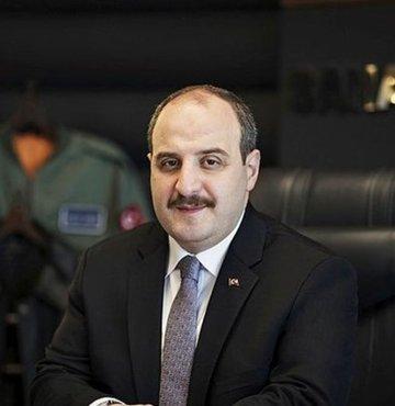 Sanayi ve Teknoloji Bakanı Mustafa Varank, Sağlık Bakanlığı ile Kızılay iş birliğinde yürütülen kök hücre projesi kapsamında, kan örneği verdi ve kemik iliği donörleri arasına katıldı.