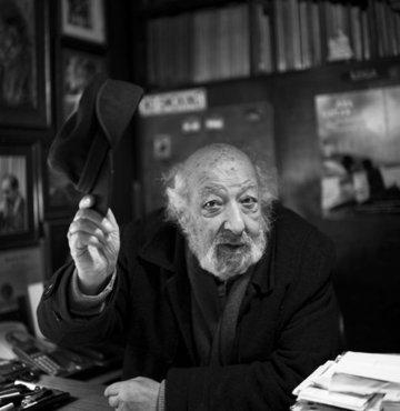 Son dakika... İstanbul'da hastaneye kaldırılan usta fotoğrafçı Ara Güler, 90 yaşında hayatını kaybetti. Duran kalbi doktorların müdahalesiyle yeniden çalıştırılan Güler