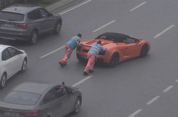 Lamborghini yolda kalırsa...