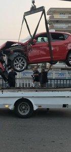 İzmir'de kaza... Dereye uçtu kurtuldu!