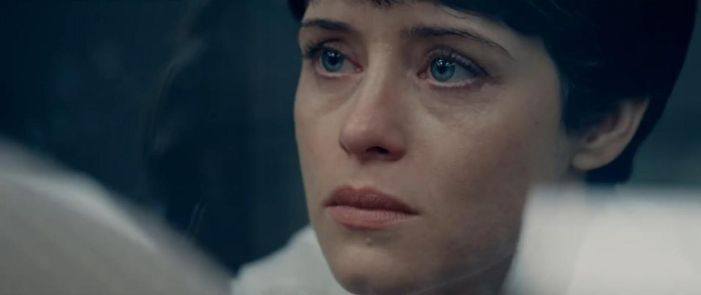 Claire Foy (Janet Armstrong)