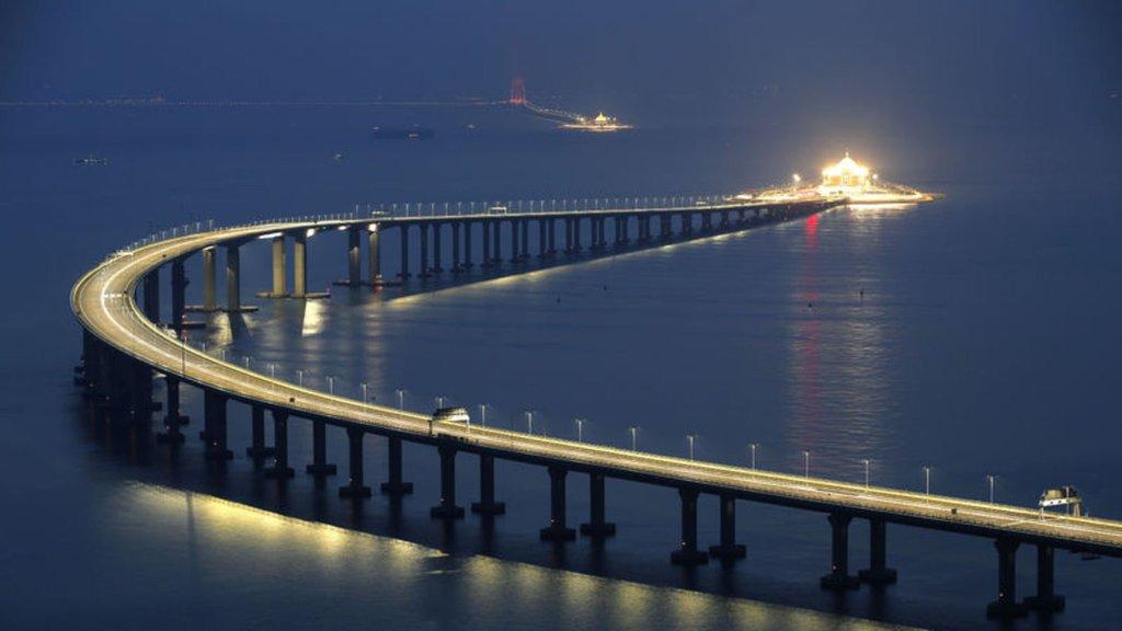 Dünyanın en uzun köprüsü açıldı!