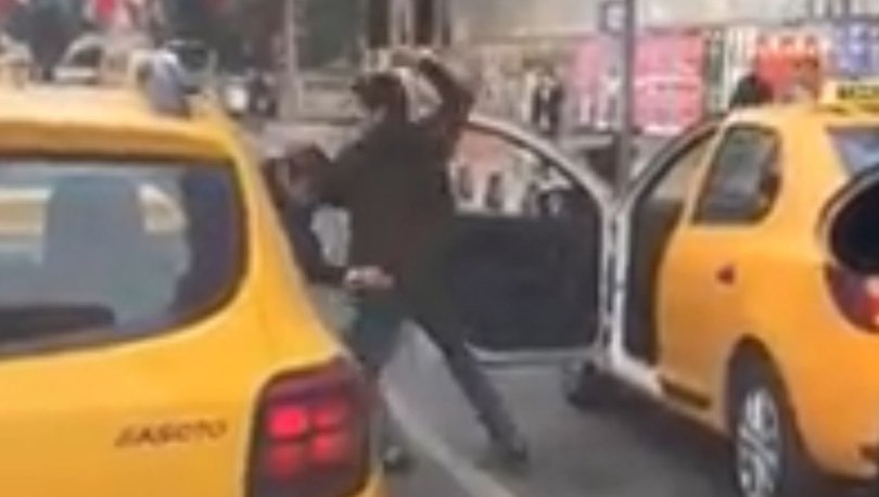 """Osmanbey'de taksicilerin """"yolcu alma"""" kavgası kamerada"""