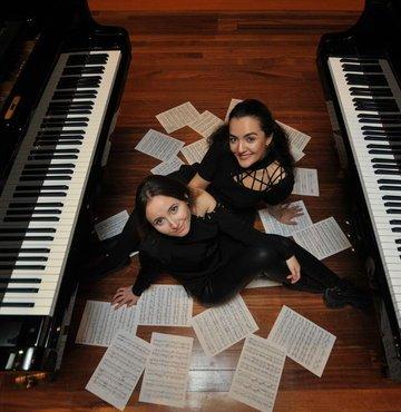 Ödüllü piyanistler 2 piyano olarak İstanbul da ilk defa sahnede