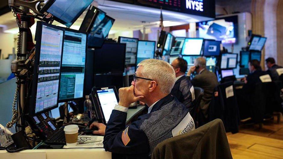 Wall Street bir yıllık kazancını sildi