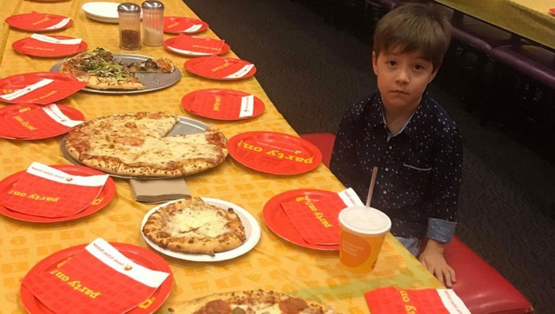 Doğum gününe kimse gelmeyen çocuğa hediye yağıyor