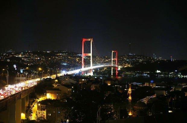 """Türkiye, Almanya, Fransa ve Rusya... Köprü """"renklendi"""""""
