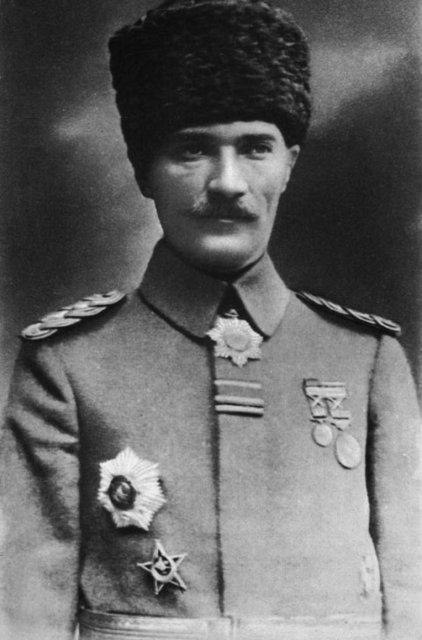 Atatürk fotoğrafları ve sözleri - Arşivlerden renkli ve siyah beyaz Mustafa Kemal Atatürk fotoğrafları, resimleri