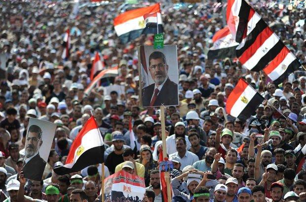 Mursi'nin davasında Mübarek de dinlenecek!