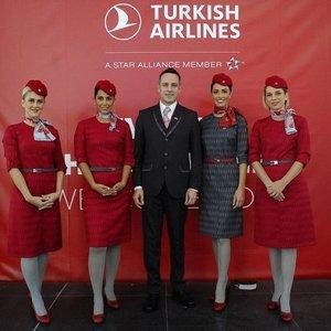 THY'DEN İSTANBUL  HAVALİMANI'NA YENİ ÜNİFORMA!