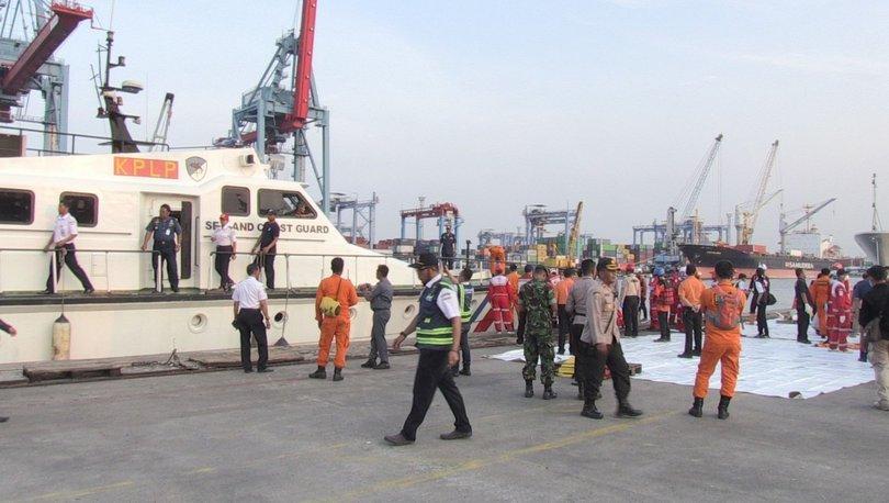 Endonezyada yolcu uçağının denize düşmesi 41