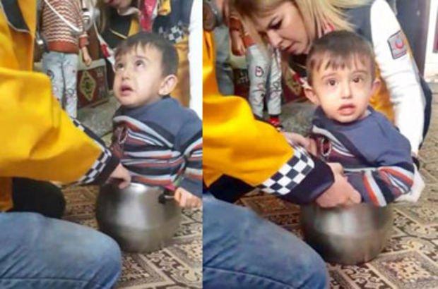 Küçük çocuk düdüklü tencereye sıkıştı