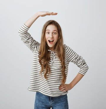 Netflix dizisi Tall Girl henüz 16 yaşında ama hayli uzun bir genç kızın bedeni ve dünyayla nasıl başa çıkmayı öğrendiğini eğlenceli bir dille anlatacak. Peki başrolde kim var? İşte o henüz belli değil! Belki de siz olabilirsiniz… Çünkü yapımcılar hala Tall Girl'ün başrol oyuncusunu arıyor