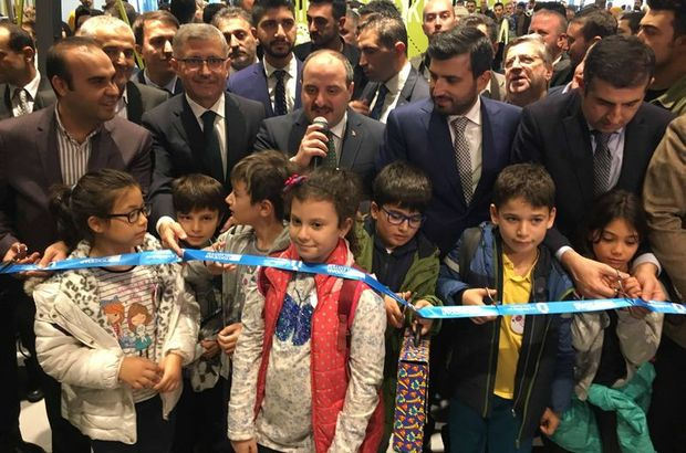 Üsküdar Bilim Merkezi'nin açılış törenine Sanayi ve Teknoloji Bakanı Mustafa Varank , Üsküdar Belediye Başkanı Hilmi Türkmen, BAYKAR Teknik Müdürü Selçuk Bayraktar, BAYKAR Genel Müdürü Haluk Bayraktar, çok sayıda öğrenci ve aile katıldı.