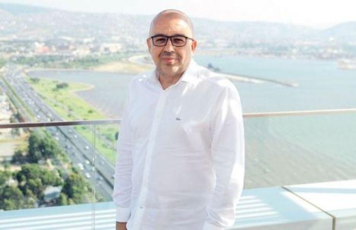 1960 İzmir doğumlu Selim Gökdemir, liseyi İzmir Atatürk Lisesi'nde bitirdi. İzmir'in ünlü müteahhitlerinden Mustafa Gökdemir'in 3 çocuğundan biri olan Sahip Selim Gökdemir, üniversiteyi Almanya'da Elektronik Mühendisliği'nde okudu.