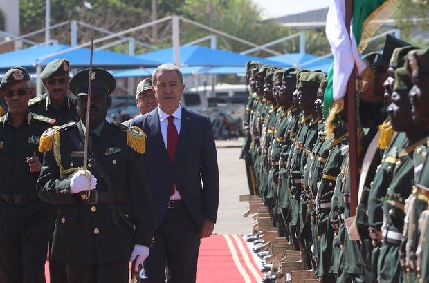 Milli Savunma Bakanı Akar Sudan'da