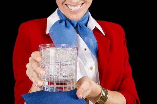 Bu haberden sonra uçakta bir şey içmeyeceksiniz!