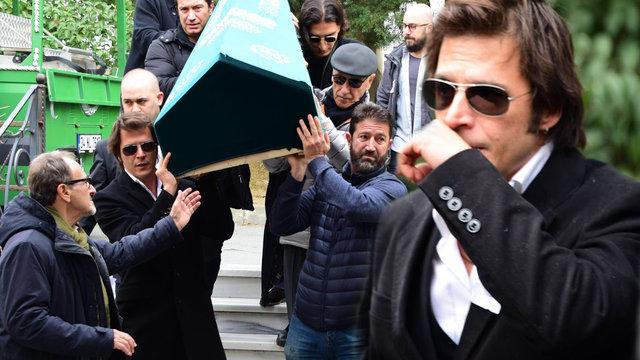 Mehmet Günsür'ün babası Teoman Günsür son yolculuğuna uğurlandı! Mehmet Günsür'ün babası Teoman Günsür kimdir? - Magazin haberleri