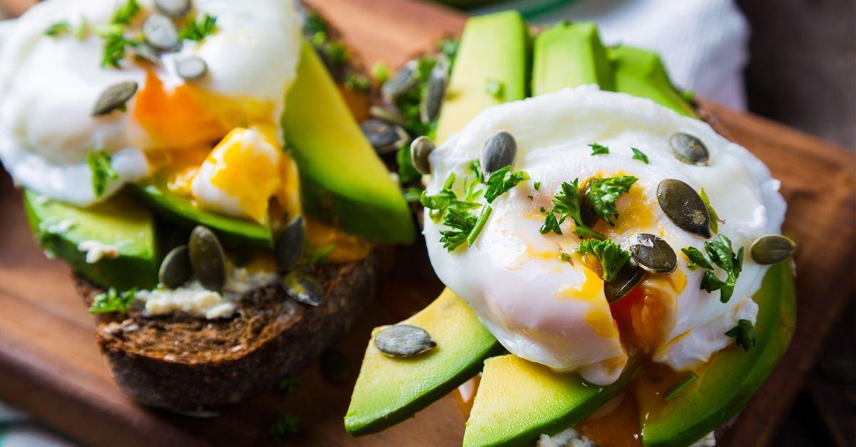 Evde avokadolu poşe yumurta yapmanın püf noktaları