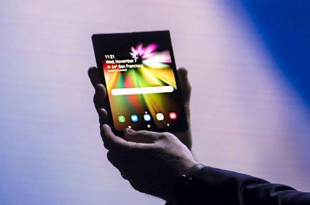 Samsung katlanabilir telefonu