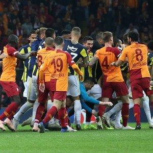 """""""ELLERİNE YÜZLERİNE BULAŞTIRDILAR"""""""