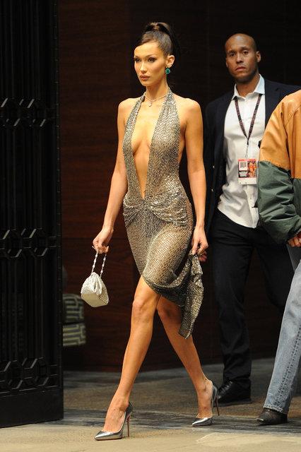 Bella Hadid cesur elbisesiyle dikaktlari üzerine çekti - Magazin haberleri