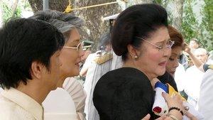 Eski First Lady'ye tutuklama emri!