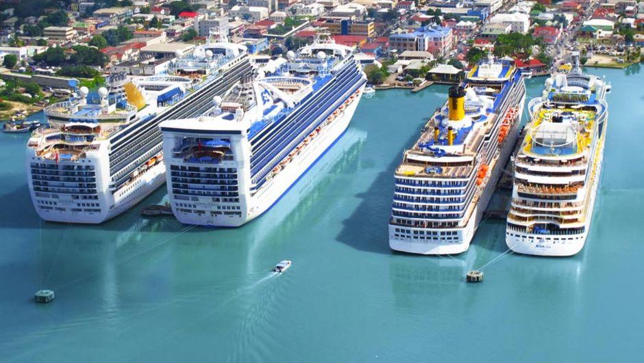 Global'dan Karayipler'de iki anlaşma