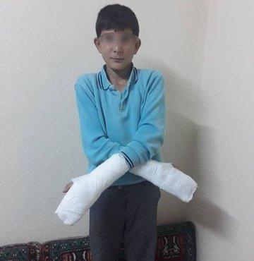 Kahramanmaraş'ta okuldan kaçtığı iddiasıyla 12 yaşındaki bir öğrencinin, okul müdürü tarafından parmaklarının kırıldığı ileri sürüldü. Başlatılan soruşturmanın ardından okul müdürü görevden uzaklaştırıldı