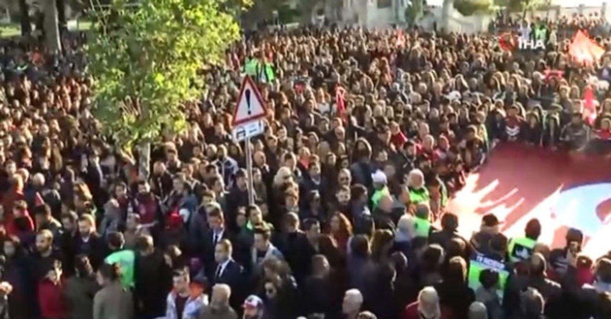 Beşiktaş'ta 300 metrelik dev Türk Bayrağı'yla binler Dolmabahçe'ye yürüdü