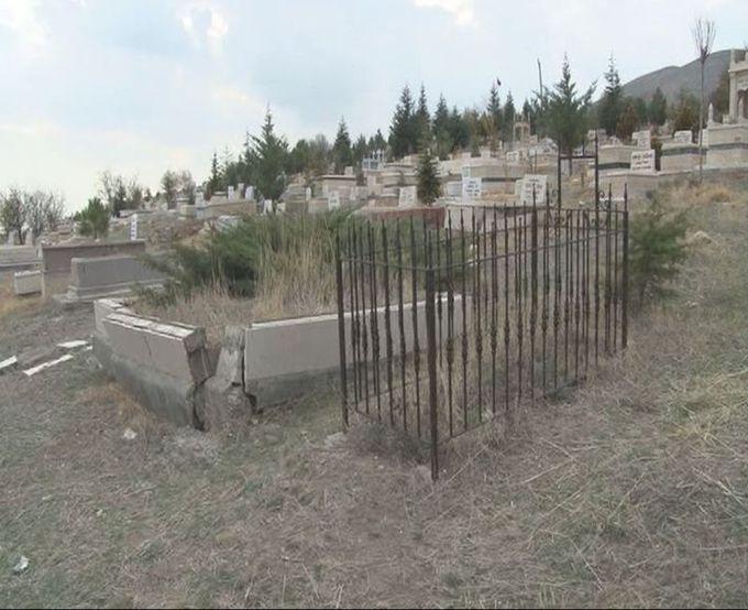 Annesinin mezarında 5 aylık bebeğin cesedini gördü