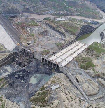 Dünyanın en iddialı kalkınma yatırımlarından Güneydoğu Anadolu Projesi (GAP) kapsamında Dicle Nehri üzerine inşa edilen Ilısu Barajı