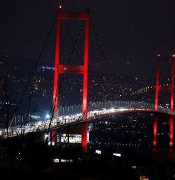 """""""Sağlıklı Yarınlara Koş İstanbul"""" temasıyla düzenlenecek Vodafone 40. İstanbul Maratonu dolayısıyla 15 Temmuz Şehitler Köprüsü sabah 05.00 itibarıyla trafiğe kapatılacak. 34 Z numaralı metrobüsler, Söğütlüçeşme-Zincirlikuyu arası, Fatih Sultan Mehmet Köprüsü"""