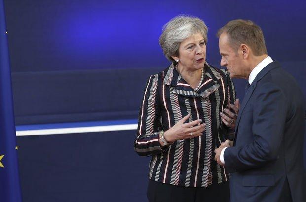İngiltere'de kabine May'in 'Brexit' planına direniyor!