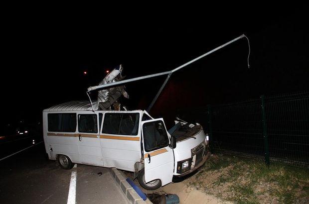 Fethiye'de minibüs direğe çarptı, 2 kişi öldü
