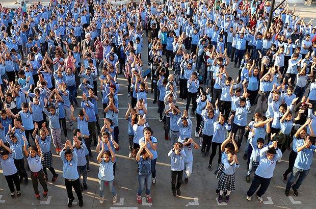 Bu okulun öğrencileri müzikli egzersizle derse başlıyor