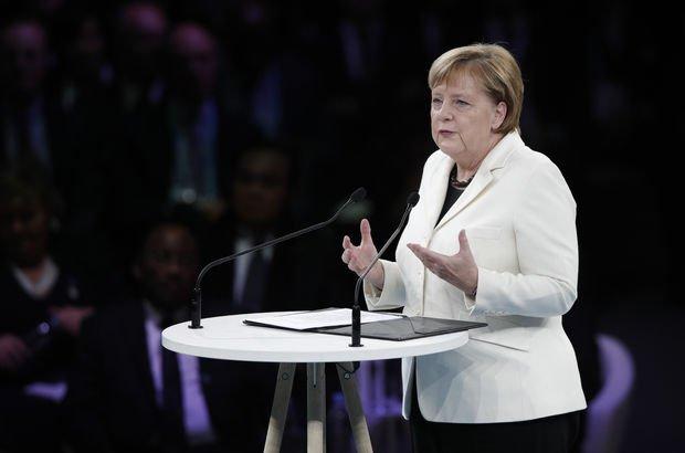 Merkel'den 'Avrupa Ordusu' yorumu!