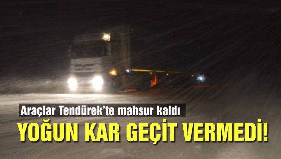 Yoğun kar geçit vermedi! Araçlar mahsur kaldı