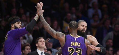 LeBron James 44 attı, Lakers kazandı!