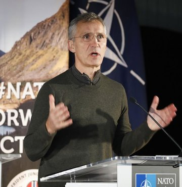 Stoltenberg: Avrupa ordusu NATO'ya alternatif olamaz!