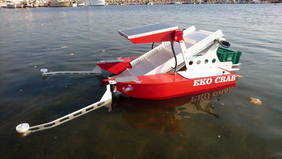 """Robotik """"deniz yüzeyi temizleme aracı"""" üretti"""