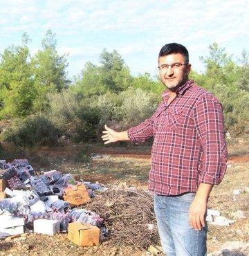 Antalya'nın Kepez ilçesinde ormanlık alana giden bir avcı, gördüğü çöp yığınları karşısında hayretler içerisinde kaldı. Kimliği belirsiz kişilerin, çok sayıda günü geçmiş malzemeyi ormanlık alana bırakıp kaçtığı ortaya çıkarken sera atıklarının da atıldığı ormanlık alan adeta çöp yığınlarına döndü.