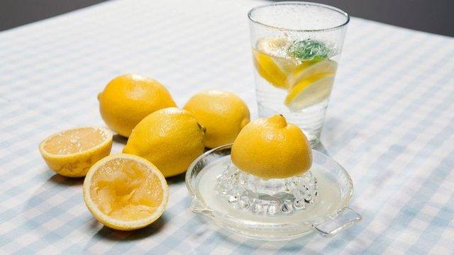 Limonun faydaları nelerdir? Limon nerelerde kullanılır? Limonla uyumanın faydaları...
