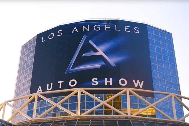 Los Angeles'ta son model otomobil fuarı!