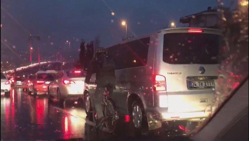 Bisikletlinin köprüden geçmek için yaptığı kurnazlık kamerada