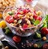 Vegan beslenme, son zamanlarda en sık duyduğumuz cümlelerden bir tanesi... Özellikle sağlıklı beslenme veya kilo vermek amacıyla yapılan bir diyet olarak lanse edilen veganlığın hızla popülaritesi artıyor. Peki vegan beslenme ne demek?  Sağlık ve Beslenme Danışmanı Aslı Çakar yazdı...