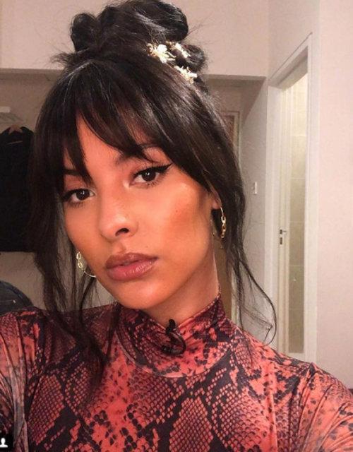 İngiliz sunucu Maya Jama  kendini sıcak kumlara bıraktı - Magazin haberleri