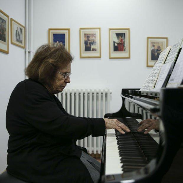 Piyanoya 78 yıldır aşkla adanan ömür