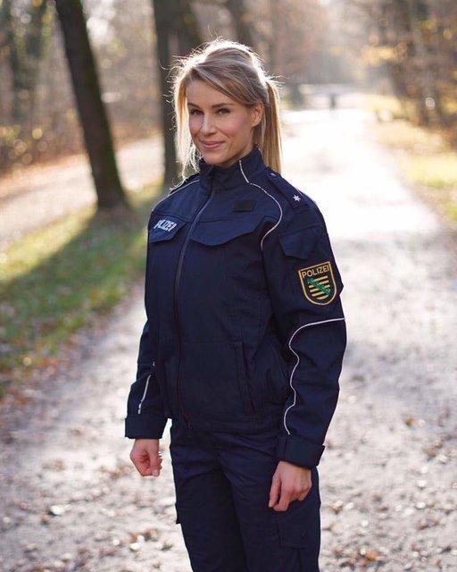 Almanya'nın en çekici polisine emniyet müdürlüğünden şok