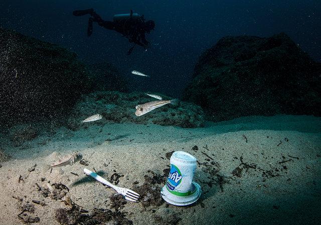 """Su altında """"plastikten vazgeç"""" çağrısı"""